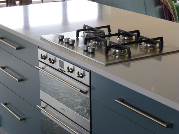 Cimstone Oasis quartz worktop with Smeg gas hob